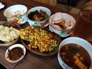Foto 3 - Makanan(Rantangan , tempe mendoan bakwan jagung ) di Mama(m) oleh Marietta Boedianto