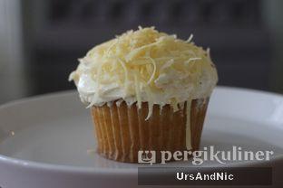 Foto 1 - Makanan(Cheese cupcake) di Lulu & Kayla oleh UrsAndNic
