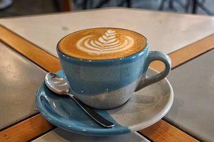 Foto 2 - Makanan(Hot Cappuccino) di Hi, Brew! Coffee & Eatery oleh Fadhlur Rohman