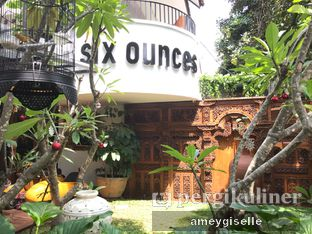 Foto 7 - Eksterior di Six Ounces Coffee oleh Hungry Mommy