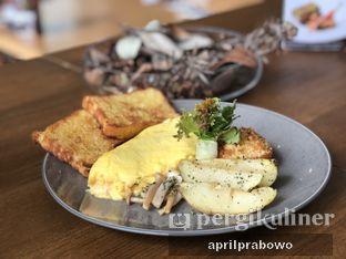 Foto 2 - Makanan(Omelets with Salmon Flakes) di Savior of Pakubuwono oleh April Prabowo