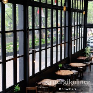 Foto 5 - Interior di Crematology Coffee Roasters oleh Darsehsri Handayani