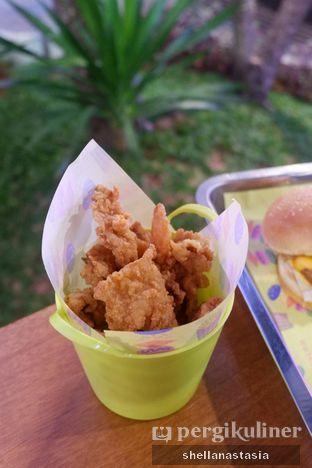 Foto 2 - Makanan(Chicken Skin) di Burger Plan oleh Shella Anastasia