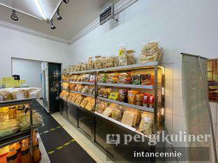 Foto 6 - Interior di Pisang Goreng Madu Bu Nanik oleh bataLKurus