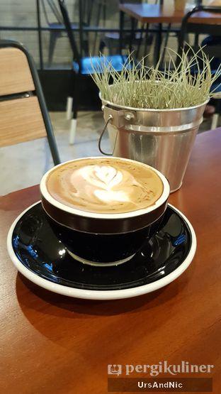 Foto 2 - Makanan(Hot Cappuccino) di Stillwater Coffee & Co oleh UrsAndNic