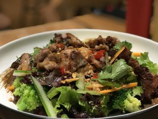 Foto 1 - Makanan(Vietnamese lemongrass chicken salad) di The Larder at 55 oleh Tsuty