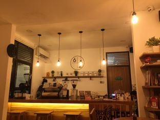 Foto 5 - Interior di Sixty Two Coffee oleh Lollyta Tryana