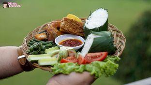 Foto 13 - Makanan(Nasi Timbel Komplit) di Maximo Resto & Garden - Puri Setiabudhi Residence Hotel oleh @demialicious
