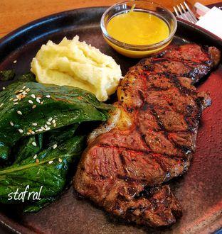 Foto 1 - Makanan(Sirloin Steak) di Tokyo Skipjack oleh Stanzazone