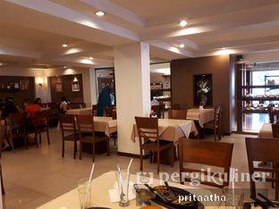 Foto 5 - Interior di Bon Ami Restaurant & Bakery oleh Prita Hayuning Dias