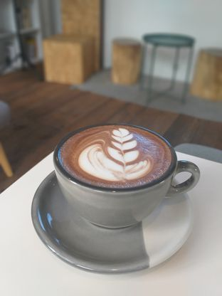 Foto 5 - Makanan(Mocha) di Emji Coffee Bar & Space oleh Sari Cao