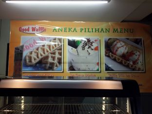 Foto 3 - Interior di Good Waffle oleh Calvin Herryson