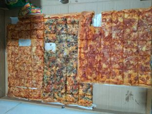 Foto - Makanan di Henk's Pizza oleh iqiu Rifqi