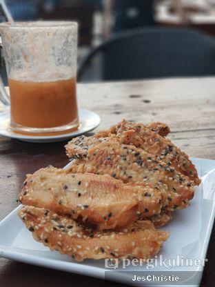 Foto 2 - Makanan(Pisang Goreng Wijen) di Jetski Cafe oleh JC Wen