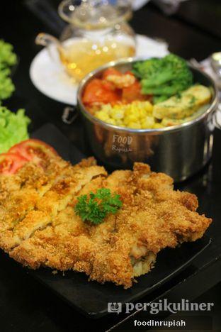 Foto 2 - Makanan(Fried Chicken Katsu Meal) di Hoshino Tea Time oleh foodinrupiah
