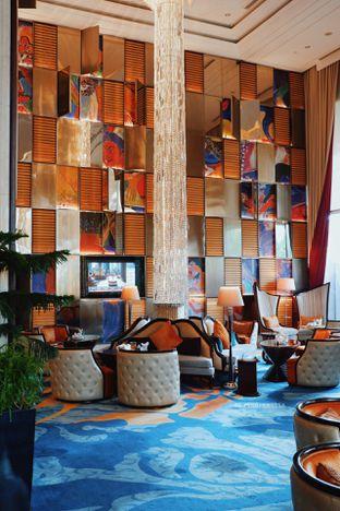 Foto 22 - Interior di The Writers Bar - Raffles Jakarta Hotel oleh Indra Mulia