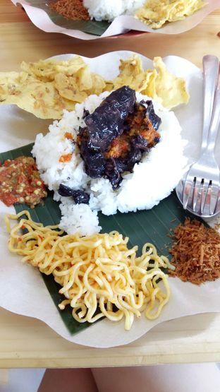 Foto 2 - Makanan di Nasi Cumi Hitam Madura Pak Kris oleh abigail lin