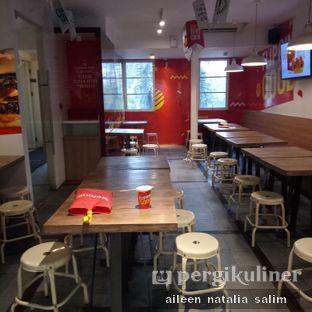 Foto 6 - Interior di Flip Burger oleh @NonikJajan