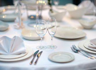 Ini Dia Table Manner yang Harus Diikuti Saat Datang ke Jamuan Makan Resmi!