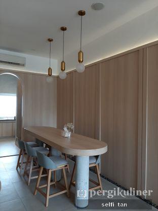 Foto 7 - Interior di Coffeeright oleh Selfi Tan