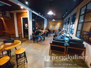 Foto 7 - Interior(Smoking Area) di The CoffeeCompanion oleh Demen Melancong