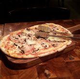 Foto Pizza mushroom and turkey di Mamacita