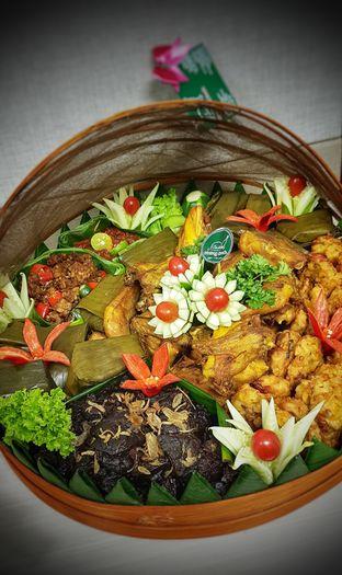 Foto 3 - Makanan(Aneka Lauk Liwetan) di Warung Sunda Ceu Kokom oleh Avien Aryanti