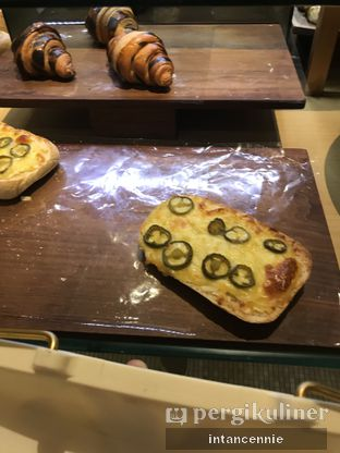 Foto 3 - Makanan di Francis Artisan Bakery oleh bataLKurus