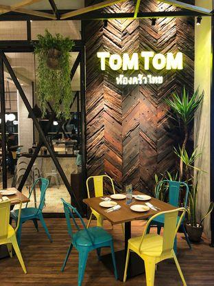 Foto 7 - Interior di Tomtom oleh YSfoodspottings