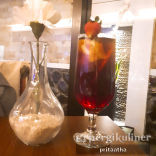 Foto 2 - Makanan(Es teh strawberry) di D'Jawa Cafe & Resto oleh Prita Hayuning Dias