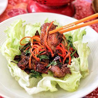Foto 11 - Makanan(Ayam asemka) di Meradelima Restaurant oleh Stellachubby
