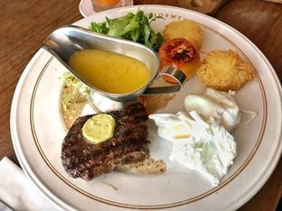 Foto 4 - Makanan(Steak and eggs) di Loewy oleh Pengembara Rasa
