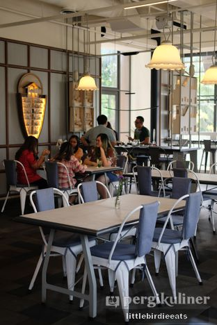 Foto 2 - Interior di Hours Coffee & More oleh EATBITESNAP // Tiffany Putri