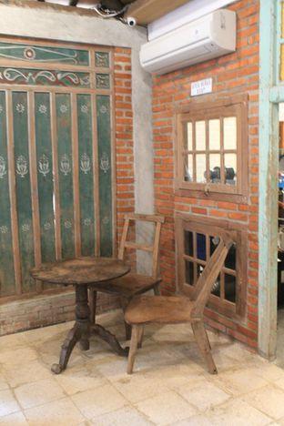 Foto 6 - Interior di Ragil Coffee & Roastery oleh Prido ZH