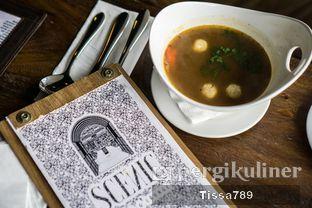 Foto 2 - Makanan di Scenic 180° (Restaurant, Bar & Lounge) oleh Tissa Kemala