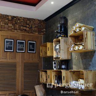 Foto 11 - Interior di Nosy Specialty Coffee oleh Darsehsri Handayani