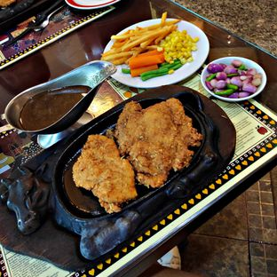 Foto review Gandy Steak House & Bakery oleh Nathania Kusuma 4