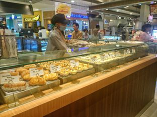 Foto 8 - Interior di Golden Egg Bakery oleh yudistira ishak abrar