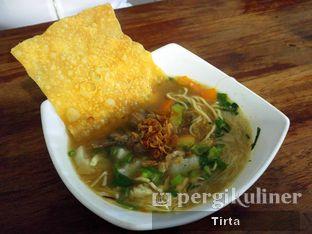 Foto 2 - Makanan di Kedai Soto Ibu Rahayu oleh Tirta Lie