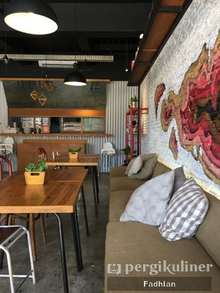 Foto 1 - Interior di Routine Coffee & Eatery oleh Muhammad Fadhlan (@jktfoodseeker)