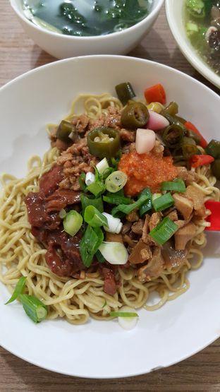 Foto 3 - Makanan(Mie Campur ) di Bakmie Aloi oleh Evelin J
