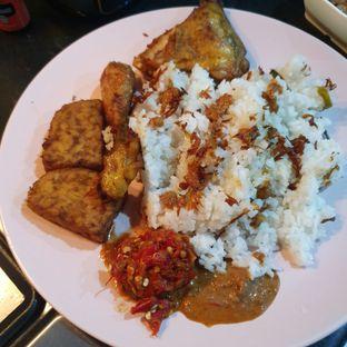 Foto 1 - Makanan di Nasi Uduk Kota Intan (Aweng) oleh Naomi Suryabudhi