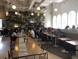 Foto 7 - Interior di Common Grounds oleh YSfoodspottings
