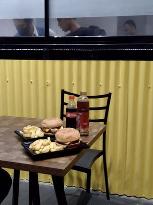 Foto 8 - Makanan di FIX Burger oleh Prido ZH