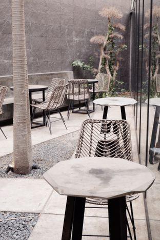 Foto 11 - Interior di Ardent Coffee oleh Indra Mulia