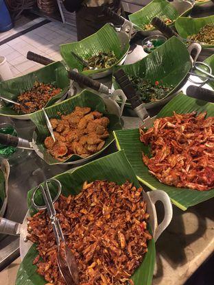 Foto 4 - Makanan di Alas Daun oleh Isabella Chandra
