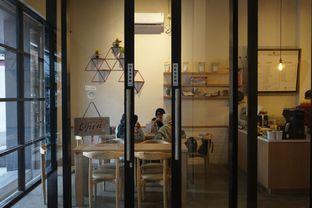 Foto 14 - Interior di Honey Beans Coffee & Roastery oleh yudistira ishak abrar