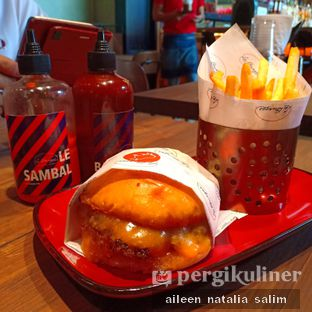 Foto 1 - Makanan di Le Burger oleh @NonikJajan