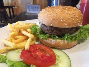 Foto review Dino Burger & Rice Steak oleh Theodora  3