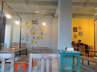 Foto 6 - Interior di Yellow Truck Coffee oleh Rahmi Febriani
